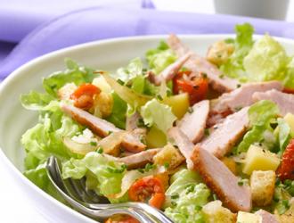 Salade aux émincés de poulet et tomates confites