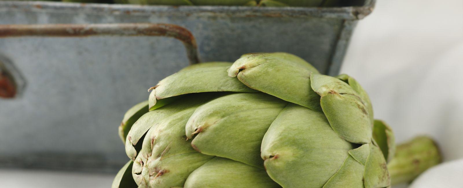 Comment d couper et cuire les fonds d 39 artichauts - Comment cuisiner les coeurs d artichaut ...