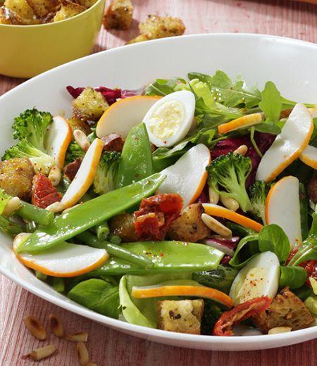 Méli-mélo d'émincés de surimi en salade folle