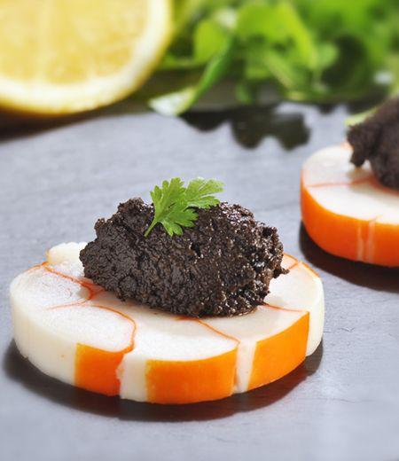 Caviar d'olives noires et Roulé de surimi