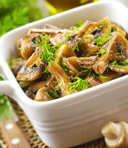 Champignons, légumes et raisins marinés à la coriandre
