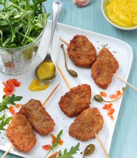 Mini-brochettes de nuggets Côté Végétal, sauce aïoli et salade de roquette