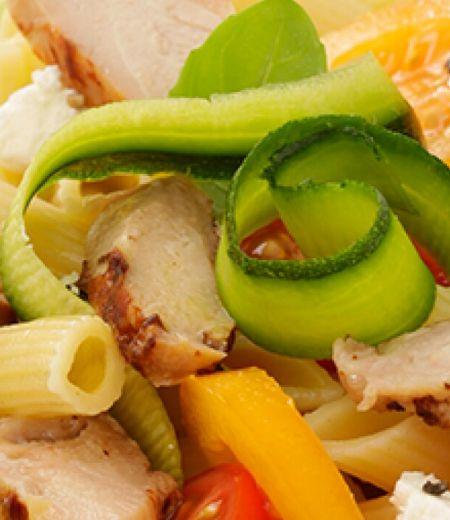 Salade de pâtes aux émincés de poulet rôti