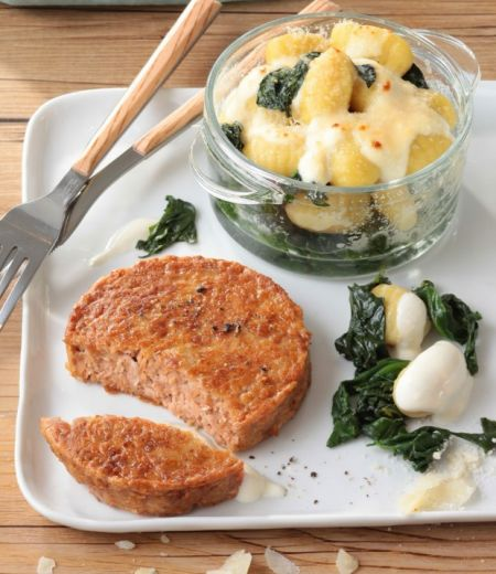 Steak  « Côté Végétal » Soja & Pois et gratin de gnocchis aux épinards et Parmesan