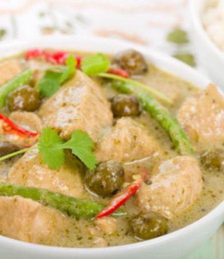 Poulet au curry vert et riz vapeur